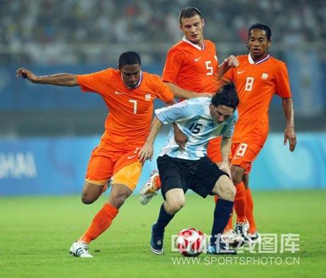 英媒曝阿森纳1200万锁定荷兰强援温格最后1签竟是他