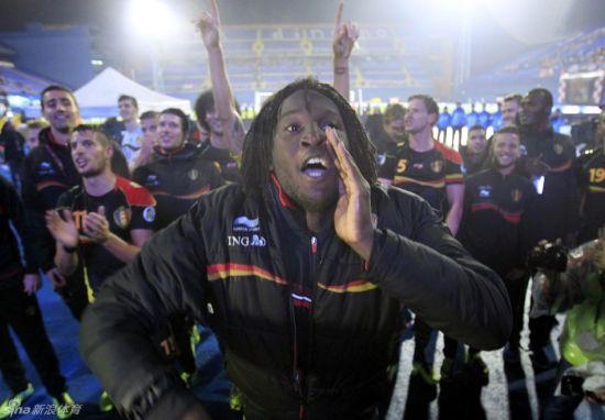 比利时球员庆祝晋级世界杯