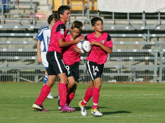 身穿14号球衣的阿卜德尔卡德年仅13岁有望加盟巴萨