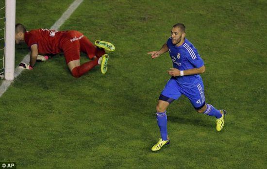 上周末对巴列卡诺的比赛中,本泽马为皇马打进第二球