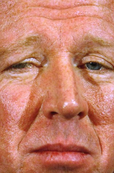 图文-英足总宣布解雇麦克拉伦这张脸上写满了痛苦
