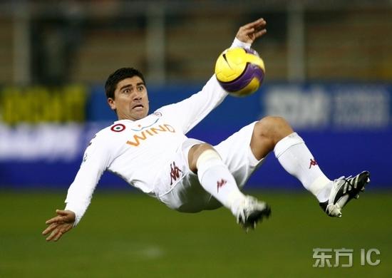 图文-[意甲]热那亚0-1罗马皮萨罗倒钩技惊四座