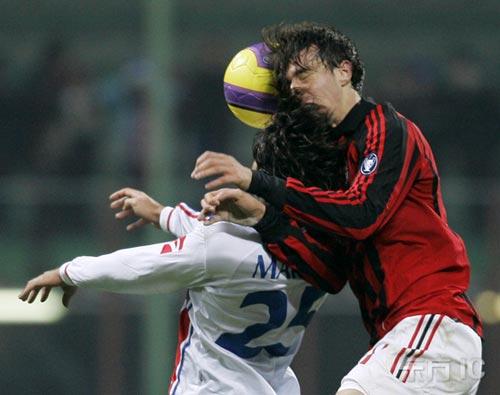 图文-[意大利杯]AC米兰1-2卡塔尼亚迪高玩命拼抢