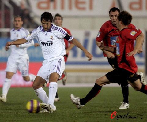 图文-[国王杯]马洛卡2-1皇家马德里劳尔陷入迷途
