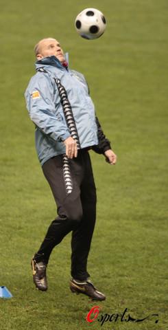 图文-不来梅备战联盟杯1/16决赛主教练亲自上阵