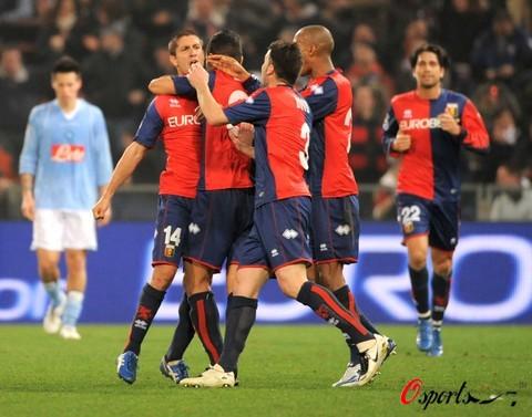 图文-[意甲]热那亚2-0那不勒斯热那亚队员庆祝