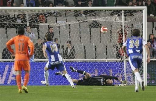 图文-[西甲]西班牙人2-0瓦伦西亚加西亚射进点球