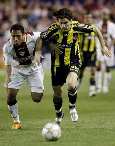 图文-[冠军杯]塞维利亚3-2费内巴切用速度甩开对手