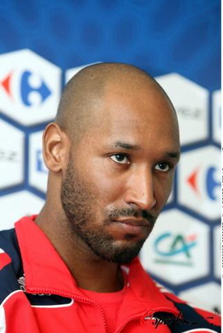 图文-法国队训练备战英法友谊赛阿内尔卡神色严肃