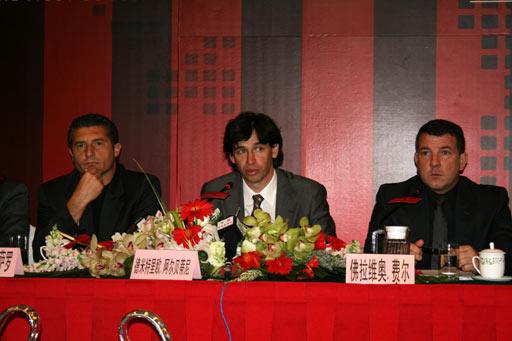 图文-AC米兰在京召开新闻发布会阿尔贝蒂尼致辞
