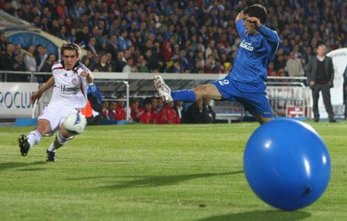 图文-[联盟杯]赫塔菲3-3拜仁大气球进场捣乱