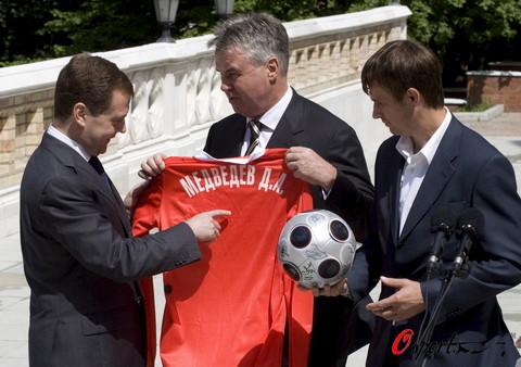 图文-俄罗斯队受到总统亲自接见希丁克备受瞩目