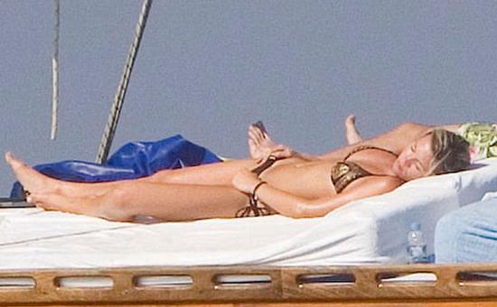 图文-克劳奇与女友的惬意夏天尽情享受阳光抚摸