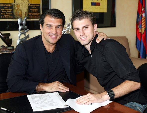 图文-巴塞罗那正式与巴西新星签约帅小伙神似T-Bag