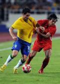 图文-[热身赛]巴西2-0越南 防巴西球员只能这样