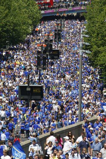 图文-[足总杯]切尔西VS埃弗顿球迷们涌入温布利