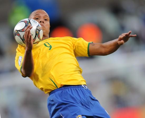 图文-[联合会杯]巴西VS埃及法比亚诺展示控球绝技