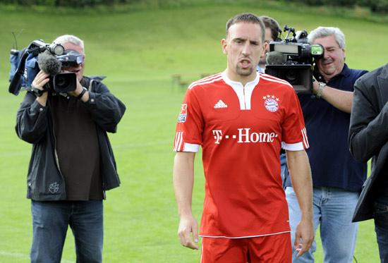 图文-拜仁拍摄2009-2010赛季全家福镜头不离左右