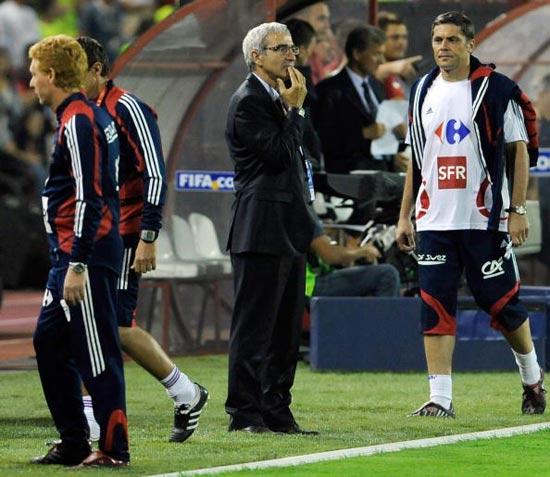 图文-[世预赛]塞尔维亚1-1法国多梅内克在想什么