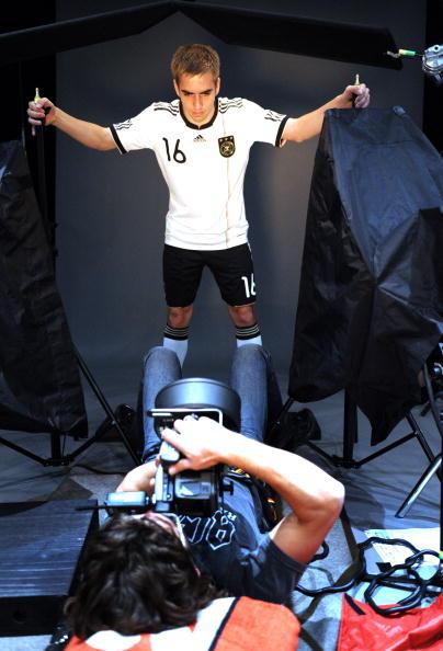 图文-勒夫率德国队拍摄世界杯宣传片 俯拍精灵