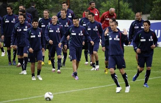 图文-意大利国家队集训备战世界杯 队员心态轻
