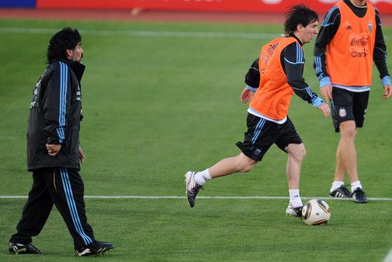 图文-阿根廷训练备战世界杯马大帅严格要求梅西