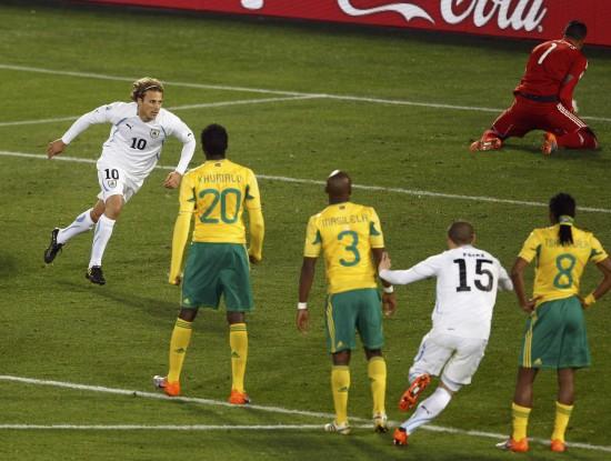 图文-[小组赛]南非0-3乌拉圭弗兰飞奔庆祝