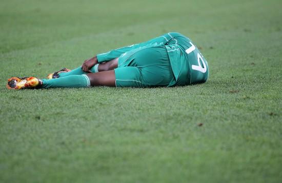 图文-[小组赛]尼日利亚2-2韩国奥巴西受伤倒地