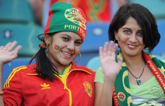 图文-[小组赛]葡萄牙vs巴西葡萄牙美女球迷挥手
