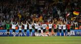 德国球员向球迷致意