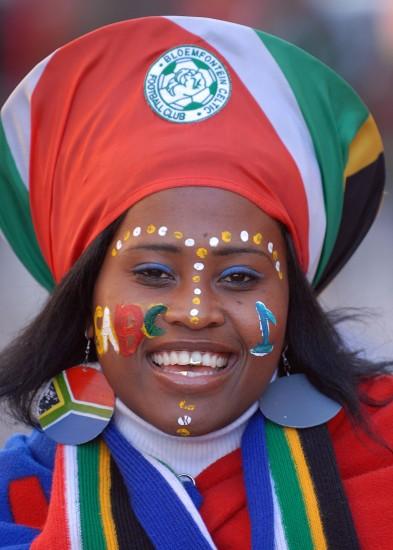 图文-世界杯美女与足球共舞为球队加油助威