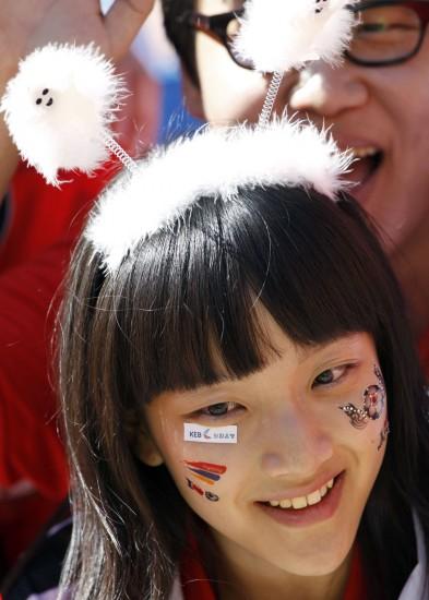 图文-世界杯美女与足球共舞韩国球迷可爱装扮