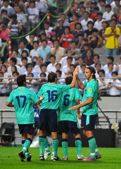 图文-[热身赛]韩国明星队2-5巴萨收获一场大胜
