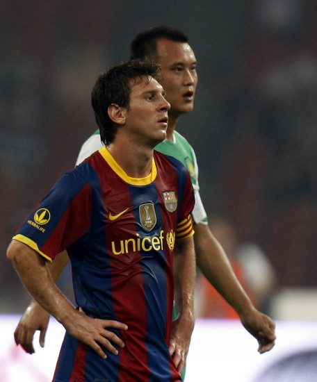 图文-[友谊赛]巴塞罗那VS北京国安徐云龙紧随梅西