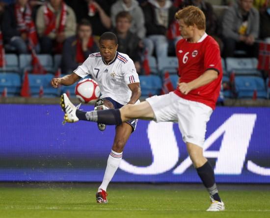 图文-[热身赛]挪威2-1法国雷米将球穿过里瑟阻挡