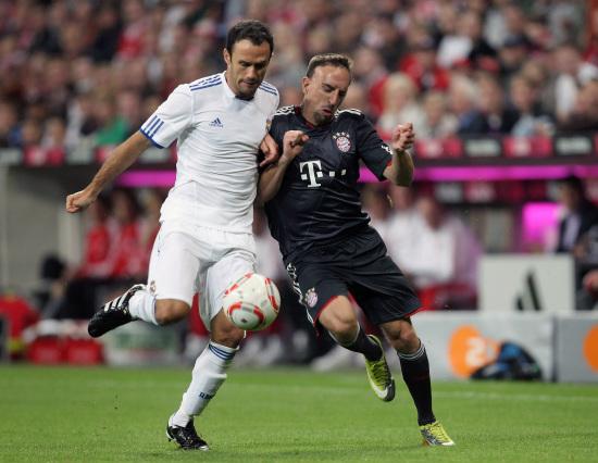 图文-[贝肯鲍尔杯]拜仁VS皇马里贝里对抗卡瓦略