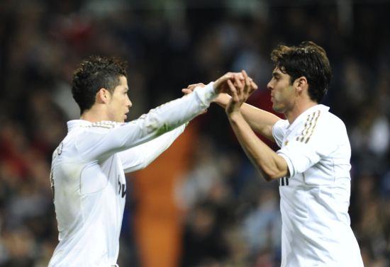 0西班牙人 C罗与卡卡庆祝进球图片