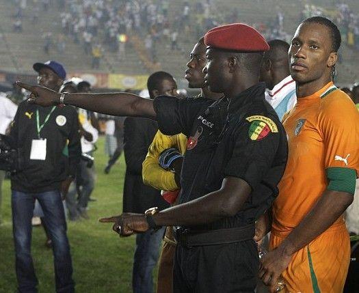 警察保护德罗巴