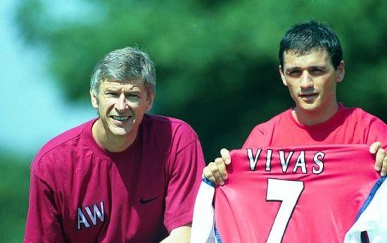 维瓦斯当年签约阿森纳
