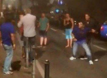 马拉多纳(右2)酒醉后大闹街头