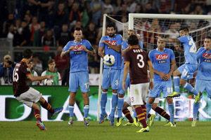 意甲-托蒂热鸟受伤那不勒斯3中框罗马2-0取8连胜