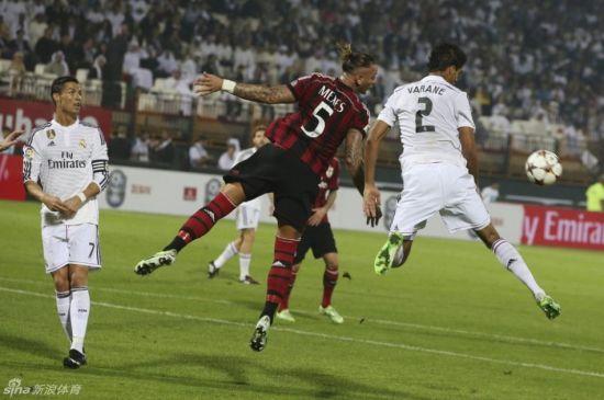 迪拜/在迪拜杯上AC米兰4/2击败皇马