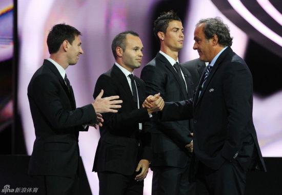 伊涅斯塔力压梅西、C罗赢得欧足联最佳球员奖