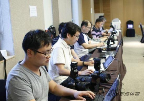 比赛临近结束时候韩国媒体陷入沉寂