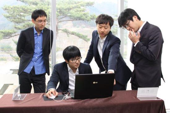 四位韩国棋手心情放松