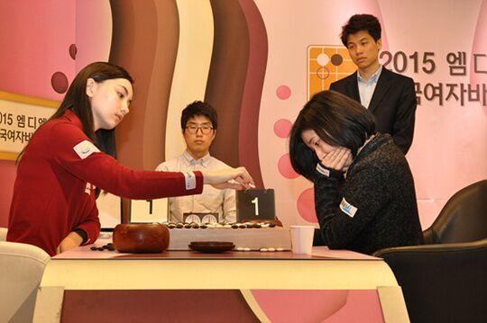 黑嘉嘉(左)惜败于朴志恩