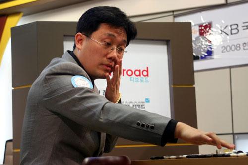 图文-韩联第一轮第2场战罢崔明勋出子迅速果断