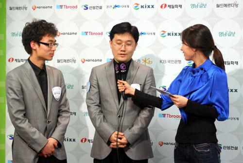 图文-韩联第一轮第2场战罢李元道崔明勋接受采访
