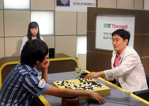 图文-韩国联赛第8轮第2场崔明勋击败对方主将