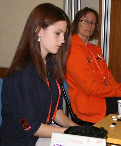 图文-10月6日智运会围棋女子个人赛英国美女棋手